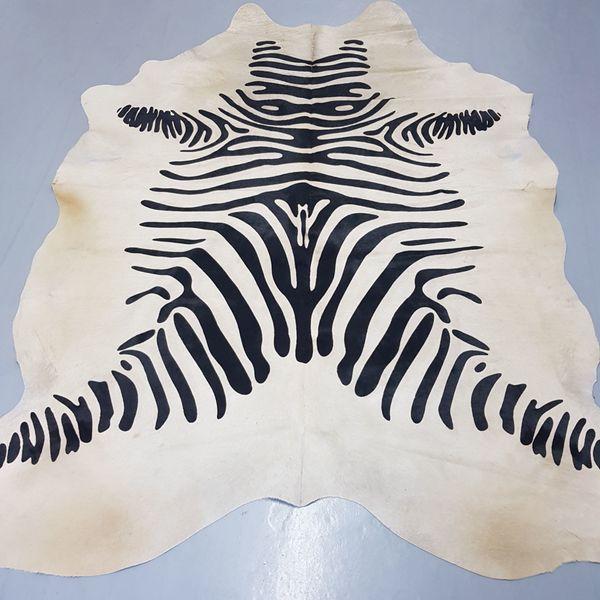 Echtes Rinderfell mit Zebramuster schwarz-weiß