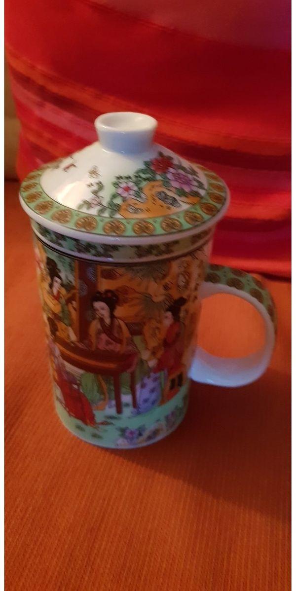 Teebecher mit Deckel und Teeeinsatz