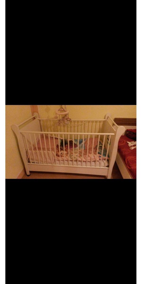 Babyzimmer Bett Kommode Schrank