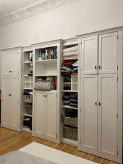 Großer Vintage-Kleiderschrank Wohnwand in weiß