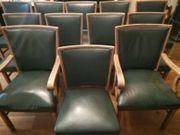 14 Stühle und ein sehr