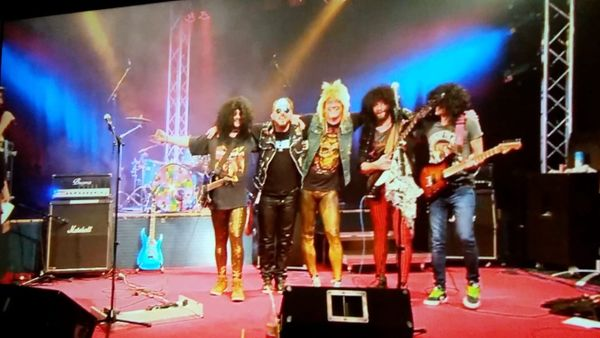 Glam Rock Band ALL-INN sucht
