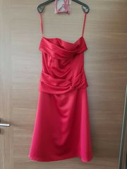 Elegantes Kleid von Mariposa rot