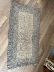 kleiner moderner und zeitloser Berberteppich