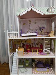 Eichhorn Puppenhaus aus Holz inklusive