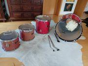 Rotes Mapex Schlagzeug Venus Series