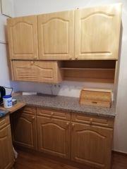 Singleküche mit Schrank für Spüle