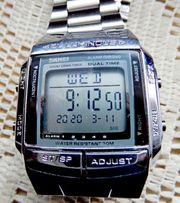 Neuwertige LCD-Multifunktions-Armbanduhr mit Edelstahl-Gliederarmband