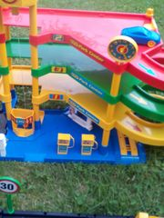 Parkdeckhaus für Spielzeugautos mit Aufzug