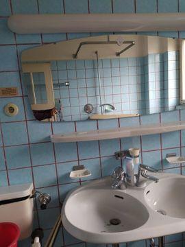 Bad, Einrichtung und Geräte - Badezimmerspiegel