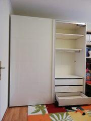 Kleiderschrank Schiebetüren weiß glänzend