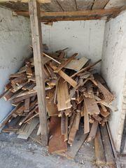 Zu verschenken altes Holz Brennholz