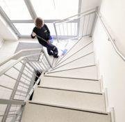 Treppenhausreinigung Gebäudereinigung Fensterreinigung Dachreinigung