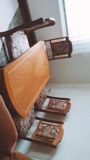 Tisch ohne Stühle zu verkaufen