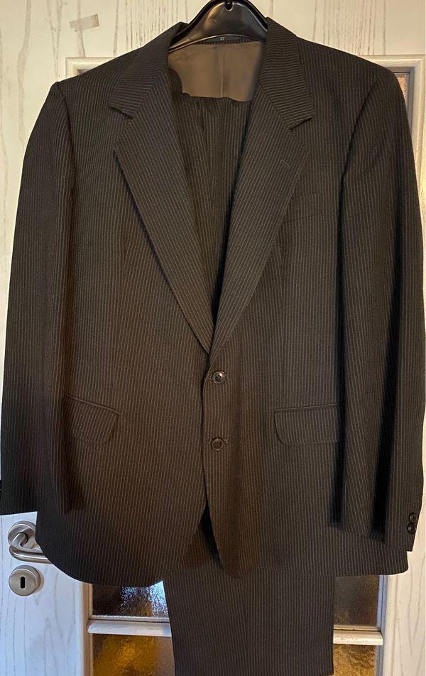 Anzug in anthrazit Farben