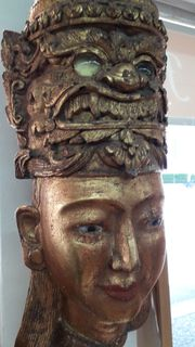 Galionsfigur Frauenkopf und Dämon - Burma