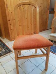 Stühle suchen einen neuen Besitzer