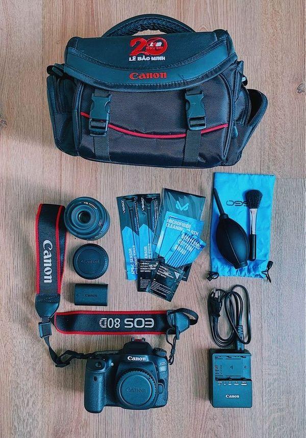 Canon EOS 80D Spiegelreflexkamera kaum Auslösungen Objektiv Gegenlichtblende Neuwertig