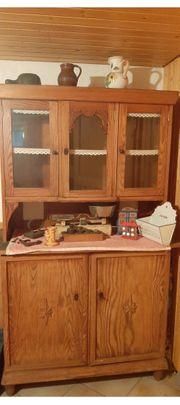 Schöner alter antiker Küchenschrank Küchenbuffet