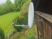 Satellitenschüssel mit Halterung LNB und