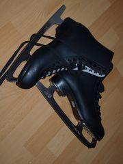 Neue Schlittschuhe schwarz