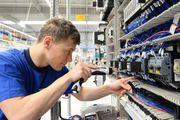 Auszubildender Elektroniker für Geräte und
