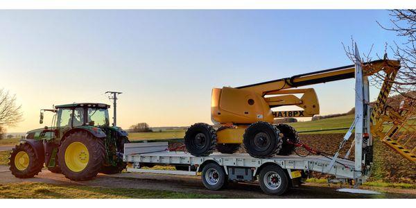 Anhänger Maschinen- Fahrzeugtransporter Tieflader zu