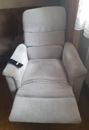 Hochwertiger motorisierter Sessel mit Aufstehhilfe