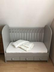 Tolles Babybett in Grau für