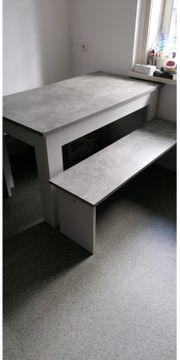 Tisch mit 2 Sitzbänken