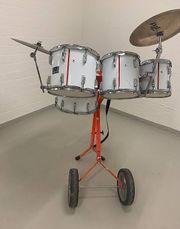 Guggemusik Schlagzeugwagen in weiss