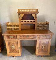 Alter schöner Schreibtisch