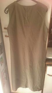 Langes Sommerkleid in khaki