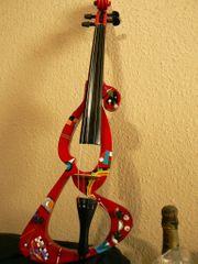 Gemälder auf einer E-Geige Wassily