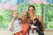 Kinderbetreuung durch eine liebevolle Oma