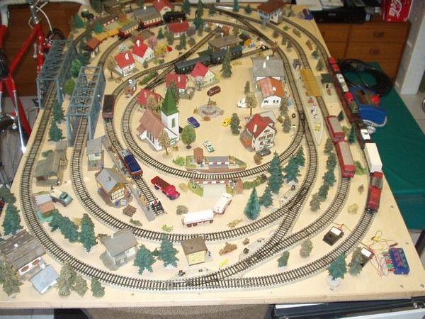 Märklin HO--M--Gleis--Komplettanlage Kindereisenbahn 1 60