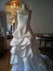 Wunderschönes Kleid sucht seine Braut