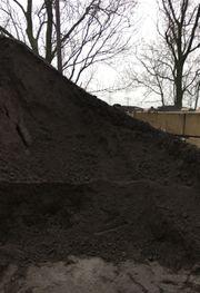Lieferung Mutterboden Kies Rindenmulch Betonrecycling