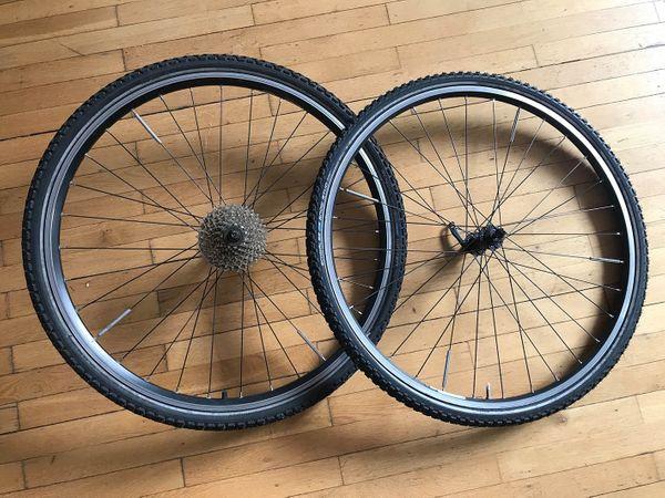 Fahrrad-Kompletträder 28 auf Schwalbe-Reifen mit