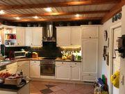 Hochwertige Massivholzküche mit exquisiter Granitplatte