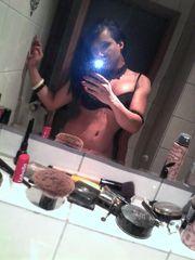 Transex Babe mit hand voll