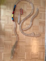 Holzschienen mit Eisenbahn auch Thomas