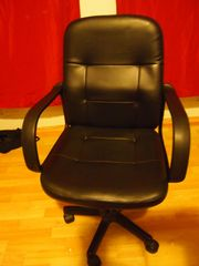 schwarzer Bürostuhl -- schick und