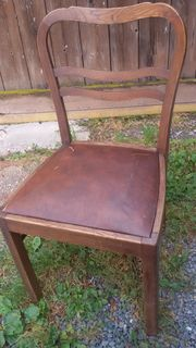 gebrauchter altehrwürdiger Stuhl