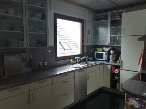 Küchen-Hängeschränke, Korpus weiß mit Glastüren