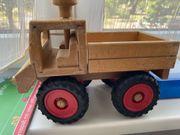 lenkbarer Lastwagen aus Holz Fagus