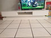 TV Kommode und Ledersofa