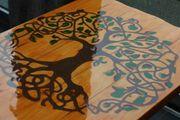 Echtholztisch mit Lebensbaumeinfrähsung mit Farbsand