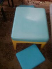 Kindertisch plus 2 Stühlchen und