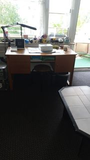 Schreibtisch zu VERSCHENKEN - NUR ABHOLUNG